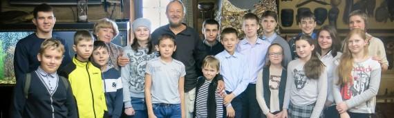 Юные путешественники в гостях у Виталия Сундакова в Славянском Кремле